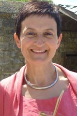Mme Dominique